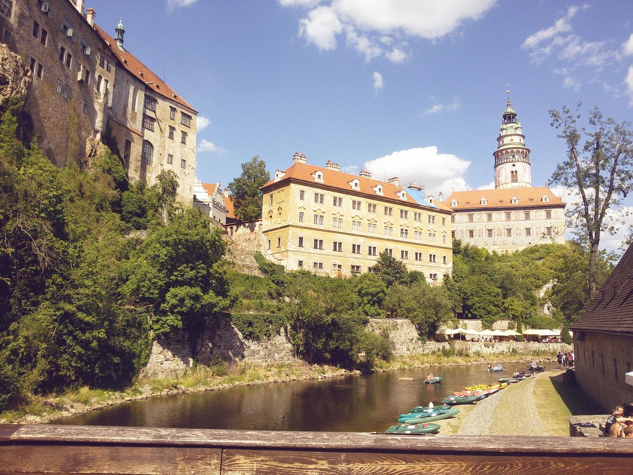 Z penzionu v centru Českých Budějovic na výlety vlakem s jízdními koly