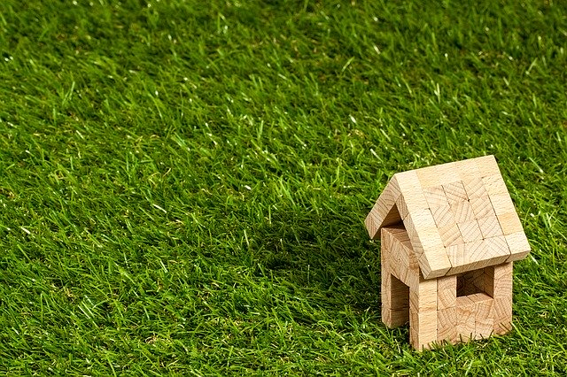 Pozemek s malým domečkem