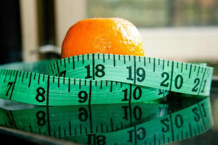 pomeranč a metr